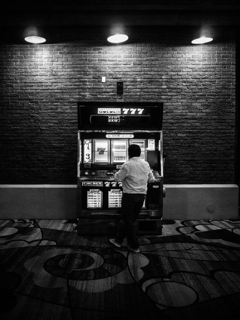 Giant Slot Machine: 7-7-7