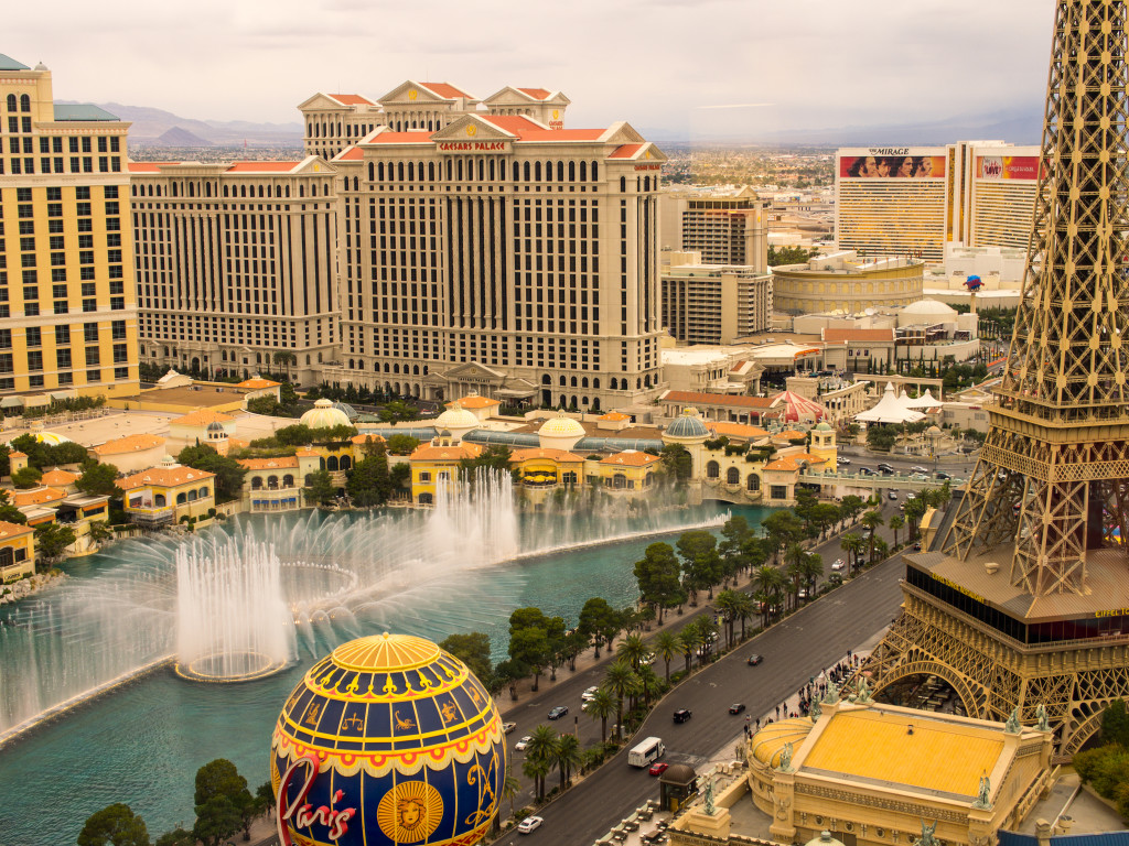 Las Vegas Strip: Bellagio Fountains from Planet Hollywood (Day)