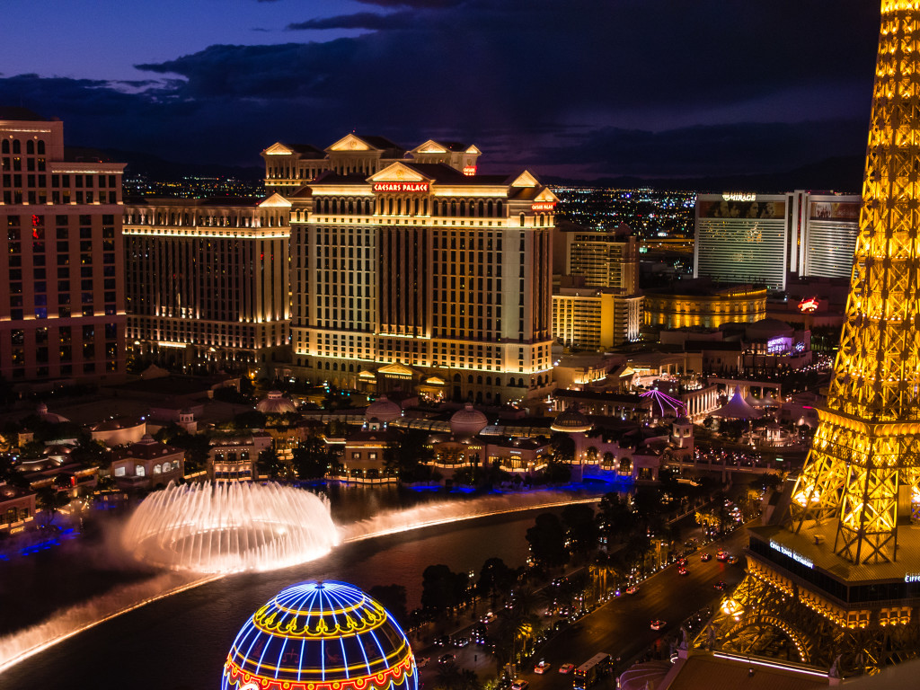 Las Vegas Strip: Bellagio Fountains from Planet Hollywood (Night)